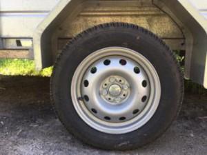 Как правильно накачать колёса в прицепе?